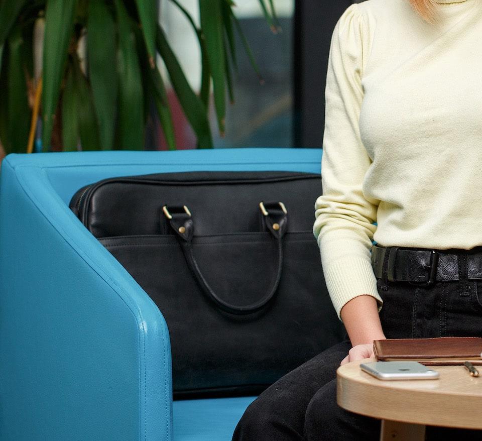 чорна сумка для ноутбуків