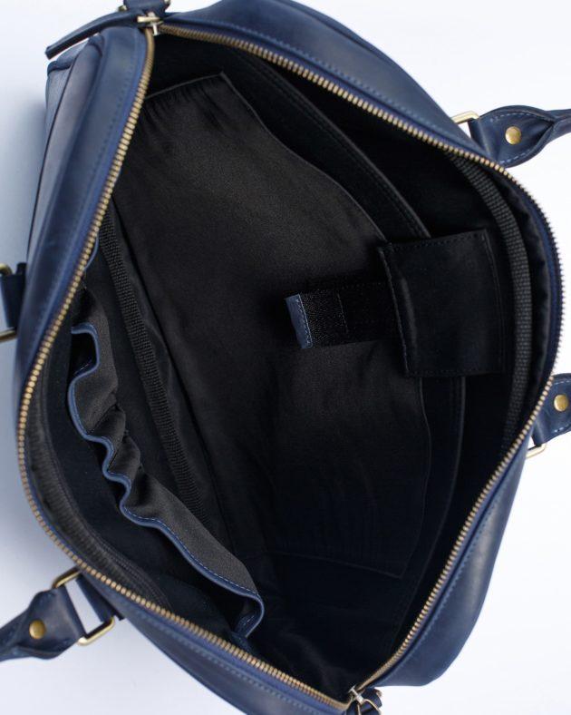 синя сумка всередині