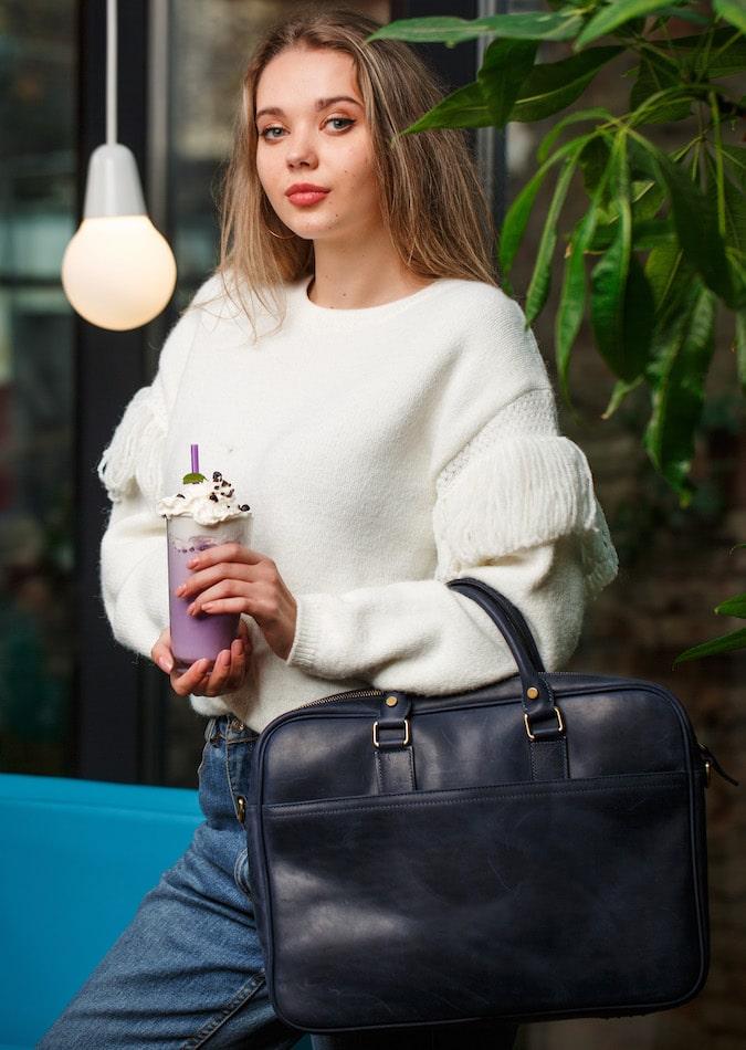 синя сумка для ноутбуків