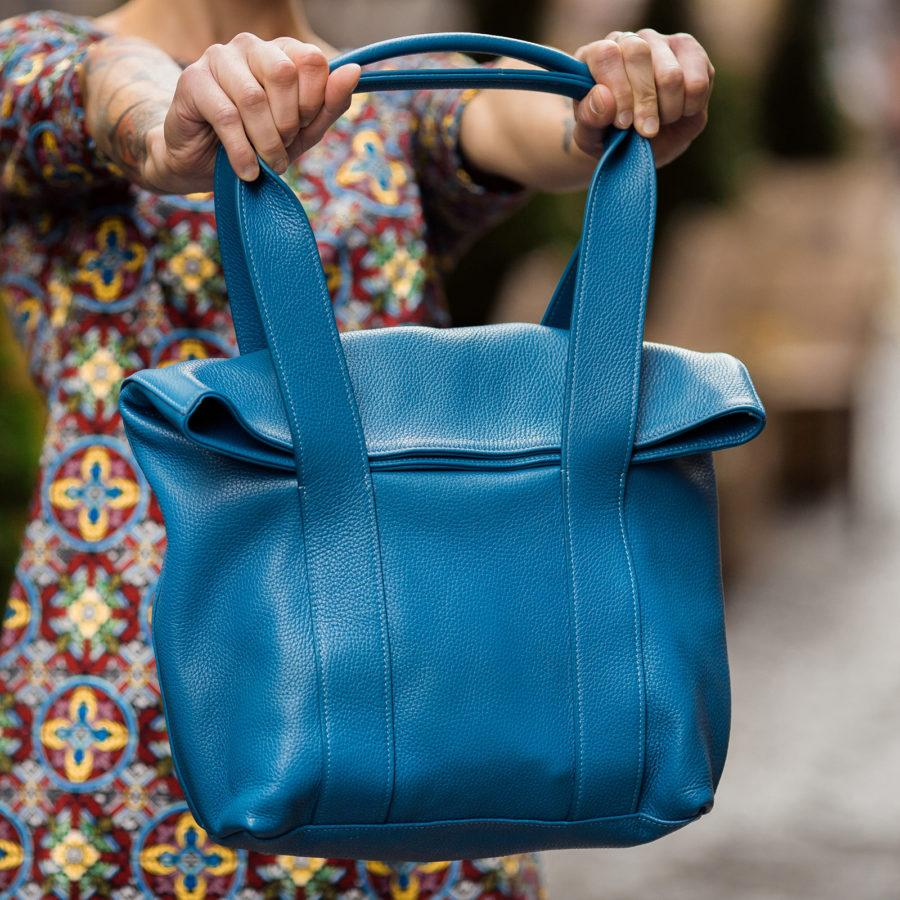Фото: сумка з натуральної шкіри синя