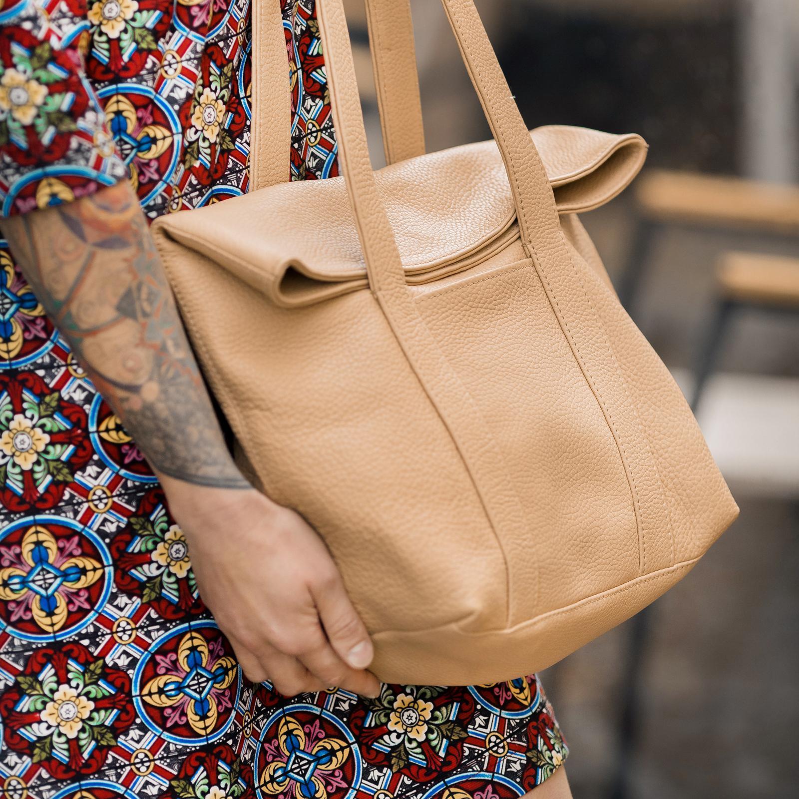 Фото: класична сумка натуральна шкіра