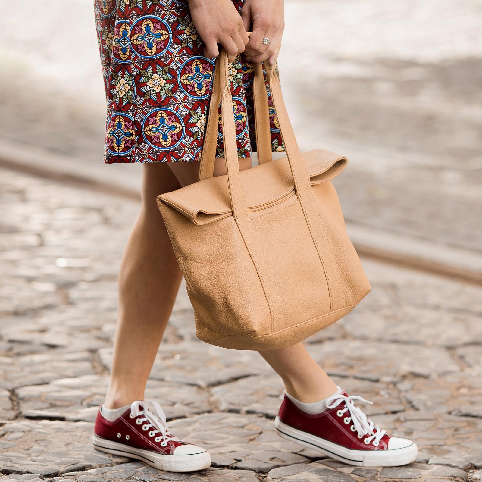 Фото: сумка беж з високоякісної шкіри