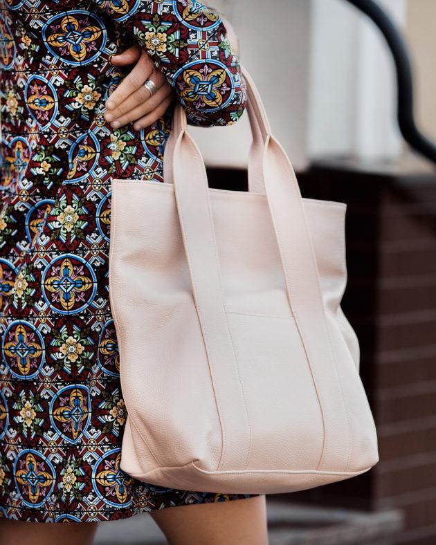 Фото: сумка tote зі шкіри пудрова