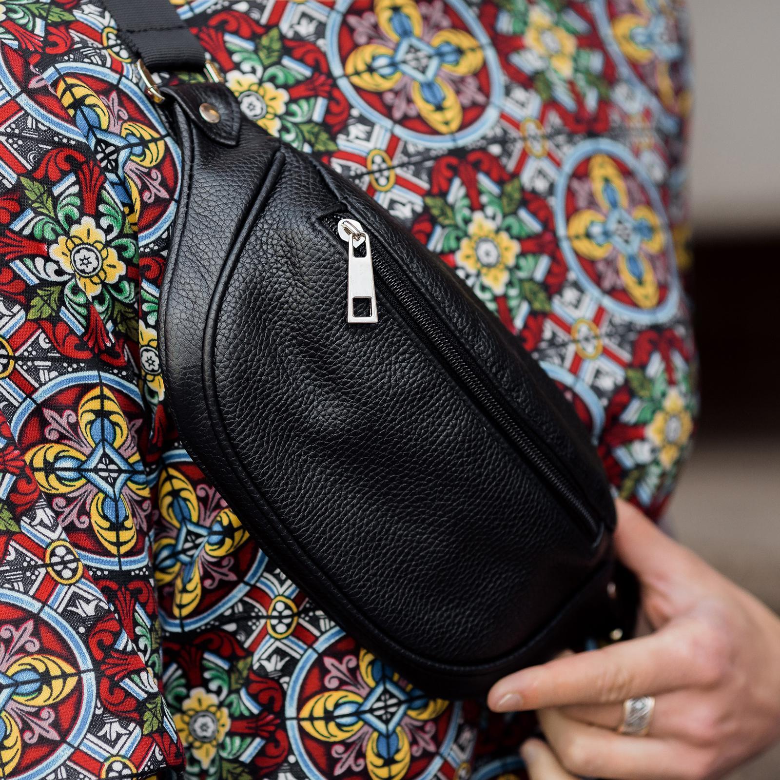 Фото: сумка шкіряна на талію чорна