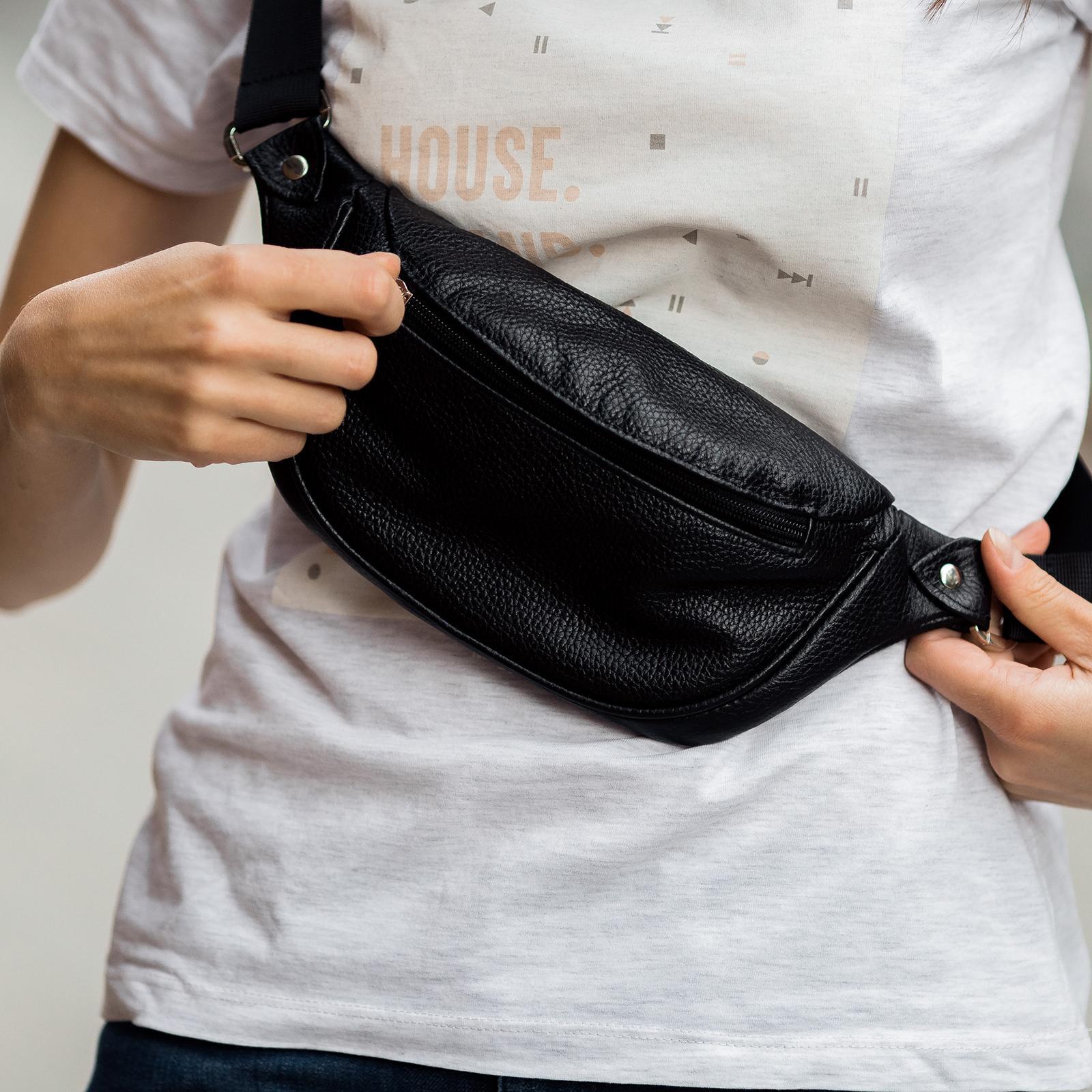 Фото: сумка поясна з натуральної шкіри чорна