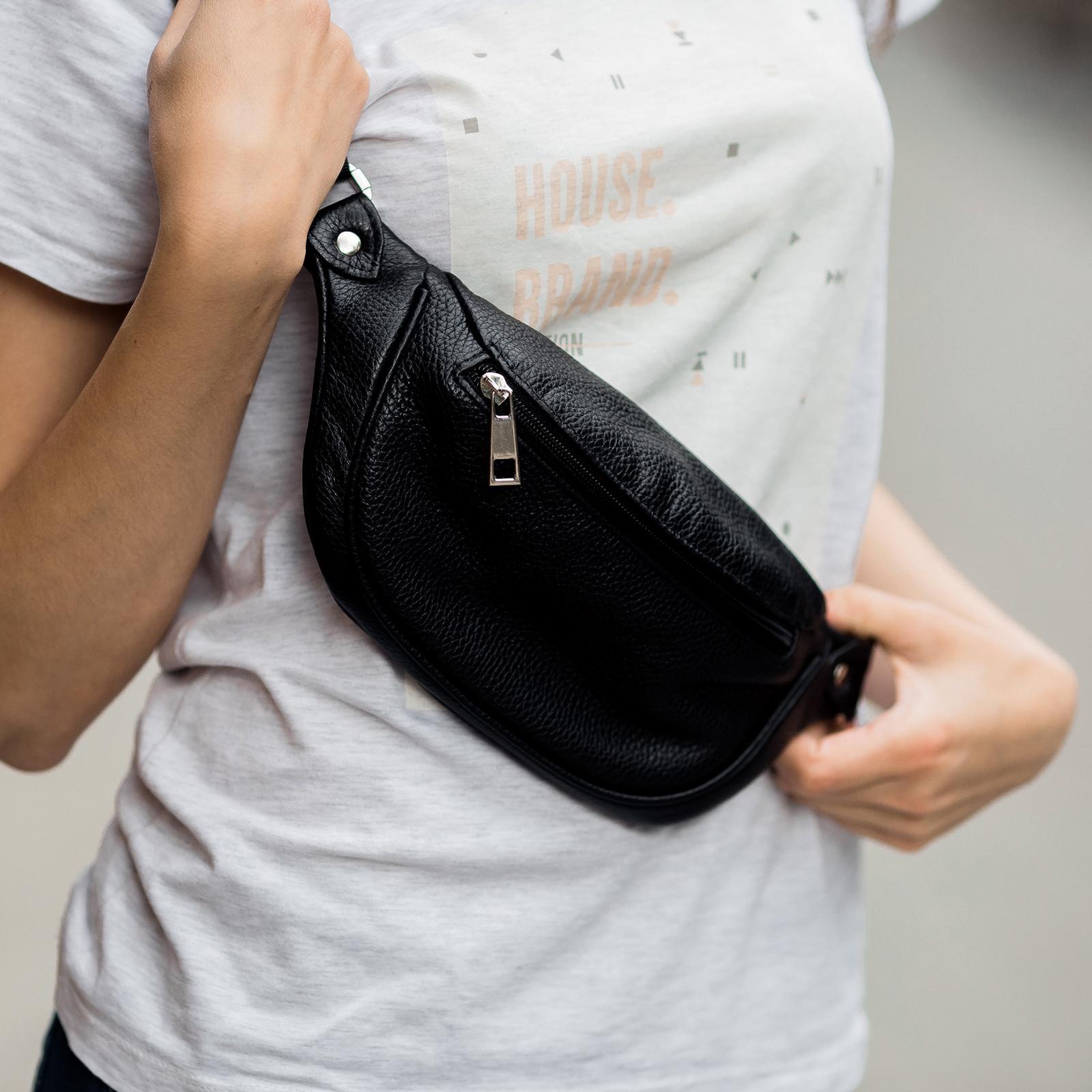 Фото: сумка чорна через плече шкіряна