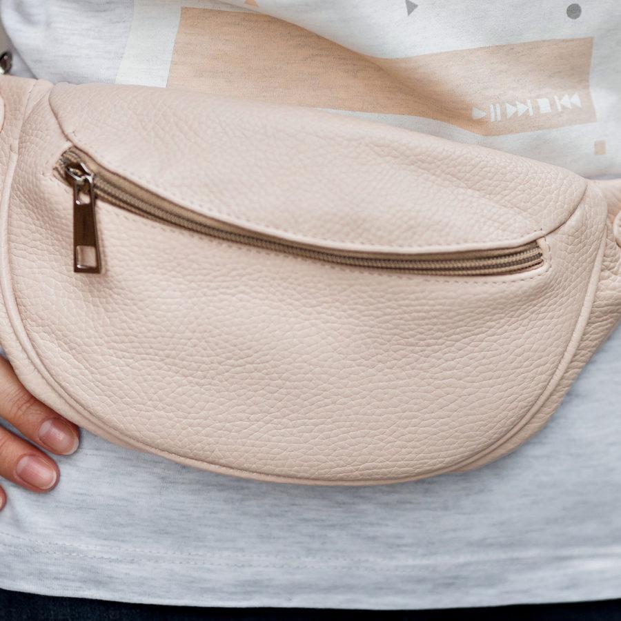 Фото: сумка на пояс шкіряна кольору пудри