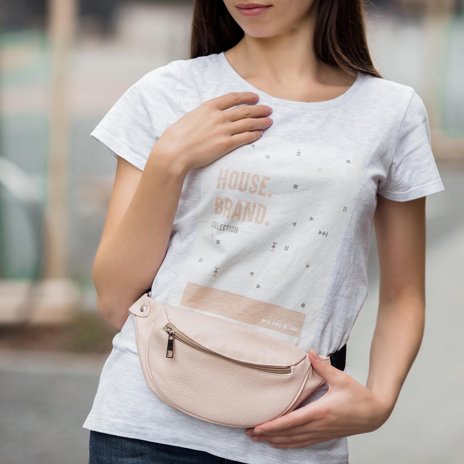 Фото: сумочка на пояс зі шкіри пудрова