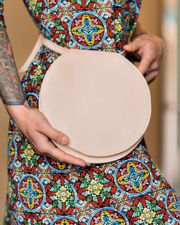Фото: сумка пудрова поясна шкіряна